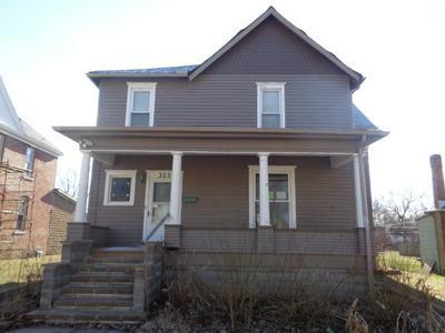 313 W PENN ST, Hoopeston, IL 60942 - Photo 1