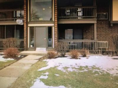 560 SOMERSET LN APT 8, Crystal Lake, IL 60014 - Photo 1