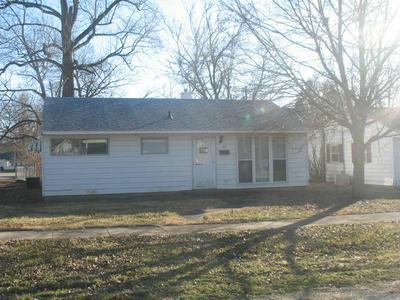 702 W WASHINGTON ST, CLINTON, IL 61727 - Photo 1