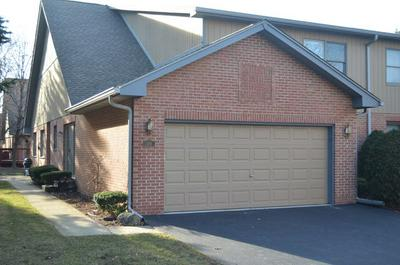 208 ERIC CT, BLOOMINGDALE, IL 60108 - Photo 1