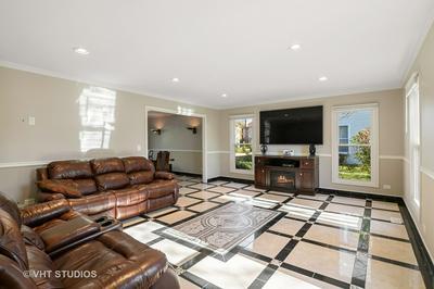 320 W BRAMPTON LN, Arlington Heights, IL 60004 - Photo 2