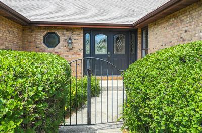 401 S BROOKSHORE DR, Shorewood, IL 60404 - Photo 2
