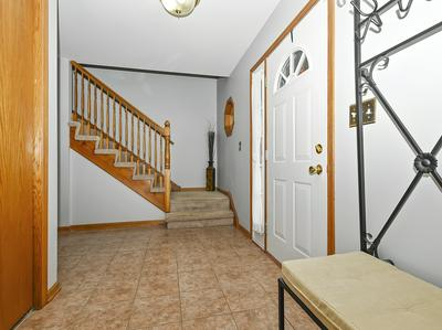 8062 RUTHERFORD DR, Woodridge, IL 60517 - Photo 2