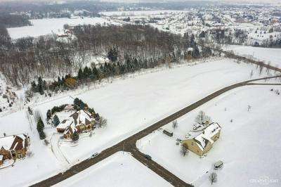 8105 SHADOW CREEK LN, Yorkville, IL 60560 - Photo 2