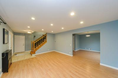 88 N STERLING HEIGHTS RD, VERNON HILLS, IL 60061 - Photo 2