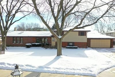 3825 N GALESBURG CT, Arlington Heights, IL 60004 - Photo 1
