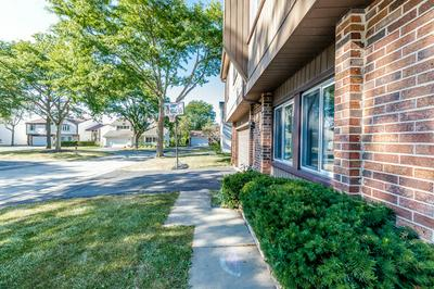 101 BUTTERFIELD CT, Rolling Meadows, IL 60008 - Photo 2