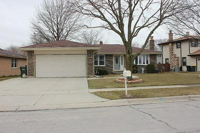 970 DEARBORN CIR, CAROL STREAM, IL 60188 - Photo 2