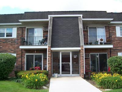 2339 OGDEN AVE APT 5, Downers Grove, IL 60515 - Photo 1