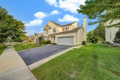 695 MAYFAIR DR, Carol Stream, IL 60188 - Photo 2