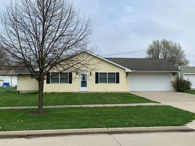 405 S WALNUT ST, Wenona, IL 61377 - Photo 1