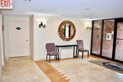 912 RIDGE SQ APT 105, Elk Grove Village, IL 60007 - Photo 2