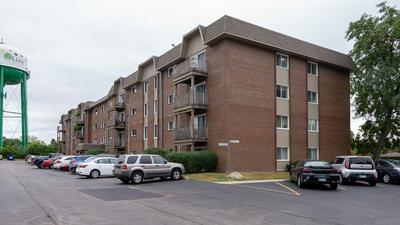2301 BEAU MONDE LN APT 402, Lisle, IL 60532 - Photo 2