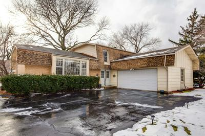 2 WOODS CHAPEL RD, Rolling Meadows, IL 60008 - Photo 1