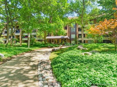 1401 BURR OAK RD APT 103B, HINSDALE, IL 60521 - Photo 1