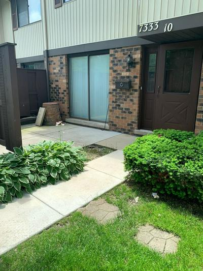 7333 WINTHROP WAY UNIT 10, Downers Grove, IL 60516 - Photo 1