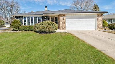 418 CLAREMONT DR, DOWNERS GROVE, IL 60516 - Photo 1