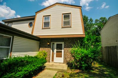 799 WOODSIDE DR, Roselle, IL 60172 - Photo 2