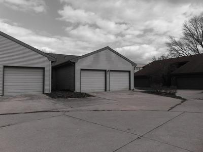 1808B GLENWOOD OAKS CT, URBANA, IL 61801 - Photo 2