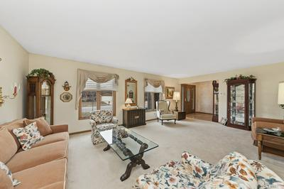 449 WATERFORD DR, Willowbrook, IL 60527 - Photo 2