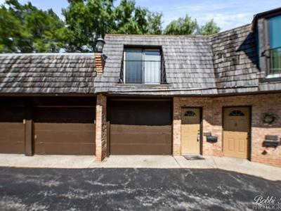 463 W RUSSELL ST APT B, Barrington, IL 60010 - Photo 2