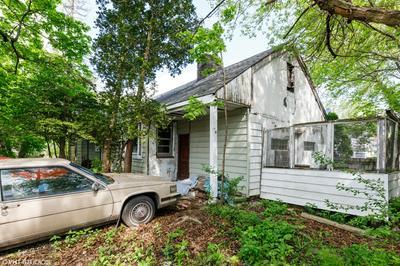 3931 LIBERTY BLVD, Westmont, IL 60559 - Photo 2