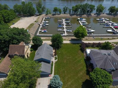 100 HILLSMAN LN, Seneca, IL 61360 - Photo 1