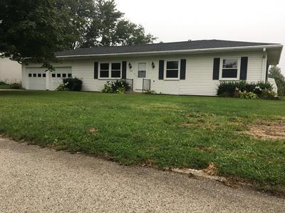 104 HILTON DR, Lexington, IL 61753 - Photo 1