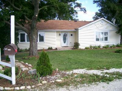 4S057 BARCLAY RD, Naperville, IL 60563 - Photo 1