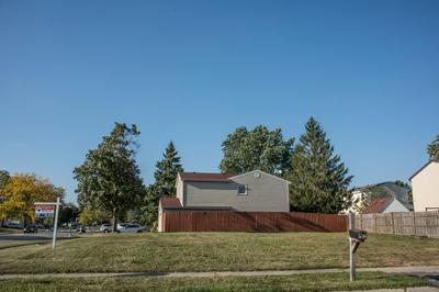 1190 DARBY LN, Roselle, IL 60172 - Photo 1