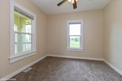 230 N COTTAGE AVE, Kankakee, IL 60901 - Photo 2