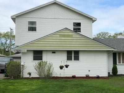 8924 S PULASKI RD, Hometown, IL 60456 - Photo 1