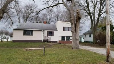 816 W WASHINGTON ST, Hoopeston, IL 60942 - Photo 2