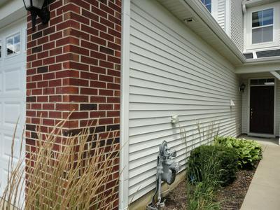 371 MCGRATH DR, Oswego, IL 60543 - Photo 2