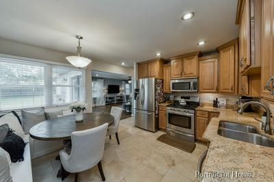 621 INDEPENDENCE DR, Aurora, IL 60506 - Photo 2
