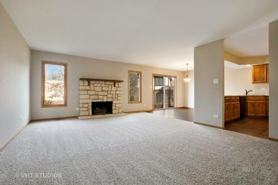 6370 W ORCHARD DR, PALOS HEIGHTS, IL 60463 - Photo 2