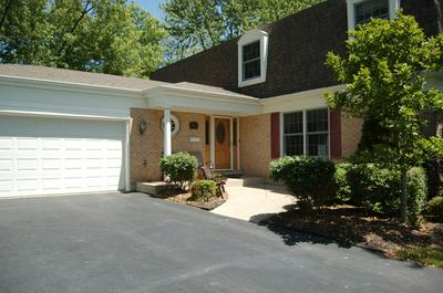 916 W OXFORD CT, Palatine, IL 60067 - Photo 2
