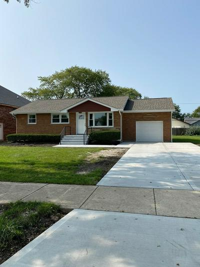 8220 LARAMIE AVE, Burbank, IL 60459 - Photo 1