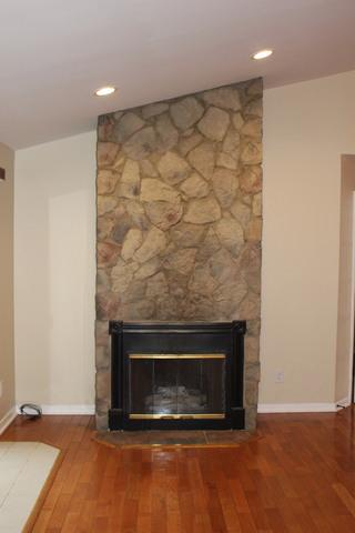 889 N RIVER DR, Kankakee, IL 60901 - Photo 2