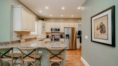 611 CIRCLE AVE, Forest Park, IL 60130 - Photo 2