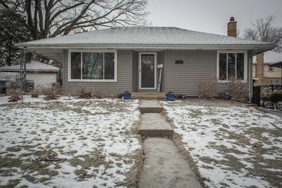 9536 W SHORE DR, Oak Lawn, IL 60453 - Photo 2