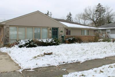 133 BLACKHAWK DR, Park Forest, IL 60466 - Photo 2
