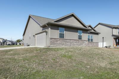 2002 PRAIRIE GRASS LN, Mahomet, IL 61853 - Photo 2