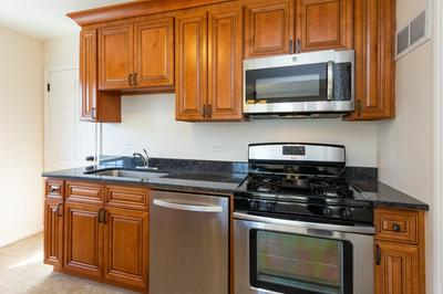 555 S CURTIS AVE, Kankakee, IL 60901 - Photo 2