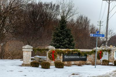 1731 SILVERSTONE DR # 1731, Carpentersville, IL 60110 - Photo 2