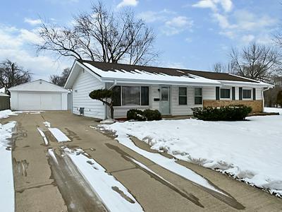 555 MAYWOOD LN, Hoffman Estates, IL 60169 - Photo 1