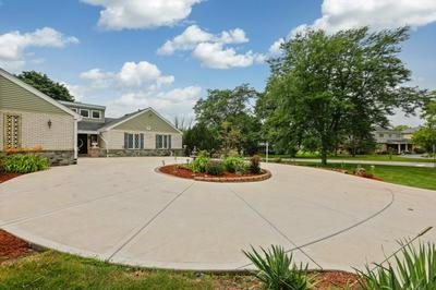 18W785 AVENUE CHATEAUX N, Oak Brook, IL 60523 - Photo 2