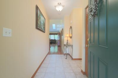 810 SKYLINE DR, BATAVIA, IL 60510 - Photo 2