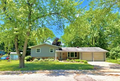 5 KNOLLWOOD DR, Montgomery, IL 60538 - Photo 1