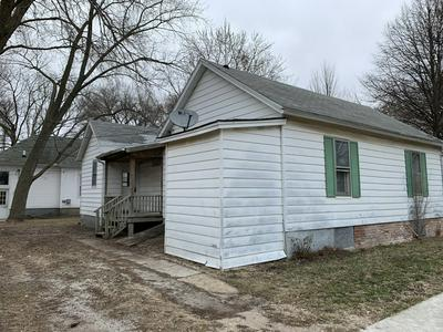801 N MILL ST, PONTIAC, IL 61764 - Photo 2